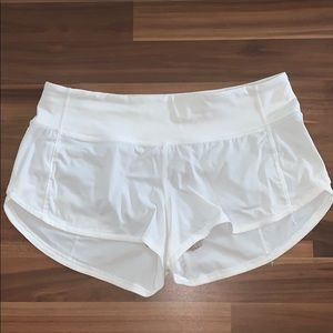 """Luluemon Speed Up Shorts *2.5"""" Size 4"""